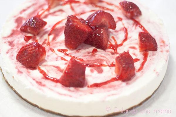 tarta-queso-con-fresas_PintandoUnaMama