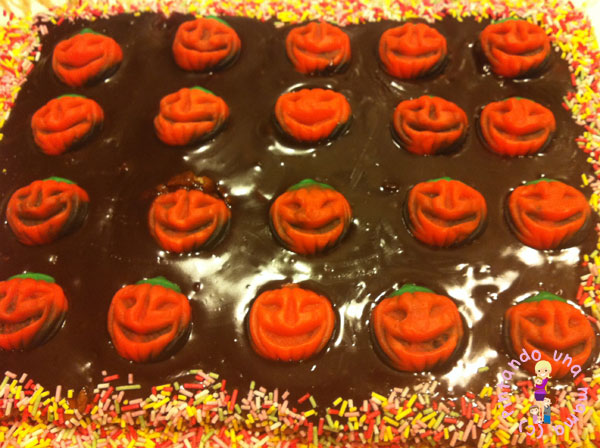 Tarta_Halloween_Chocolate_y_Fresa_Calabacitas_PintandoUnaMama