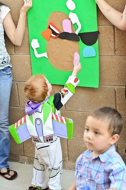 es muy fcil montar una adaptacin del juego de ponerle la cola al burro con un personaje de la peli mirad esta idea que he encontrado en catch my party