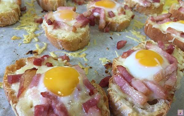 Panecillos-de-Queso-Especiales-con-Bacon-y-Huevo