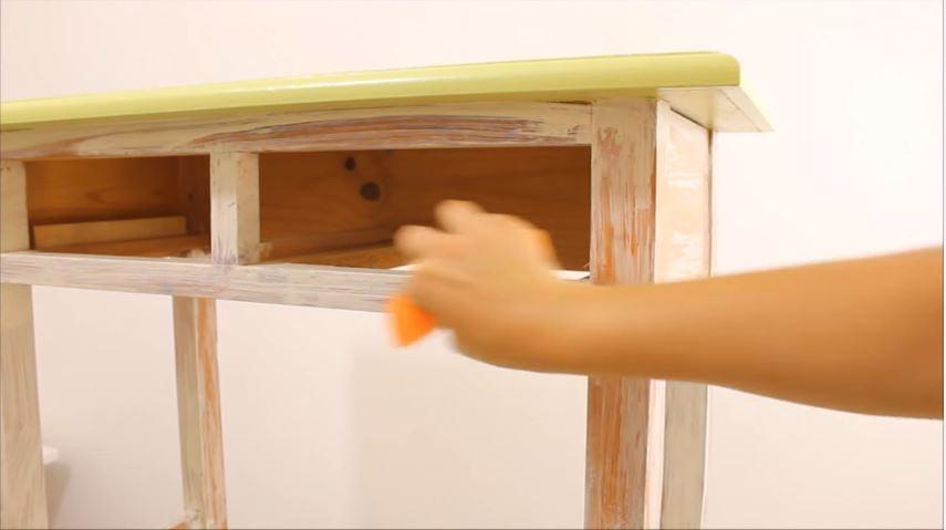 C mo envejecer un mueble de madera con efecto chalk paint - Como envejecer un mueble barnizado ...