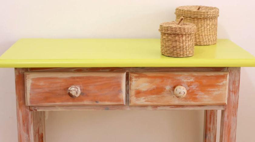 C mo envejecer un mueble de madera con efecto chalk paint for Como envejecer un mueble